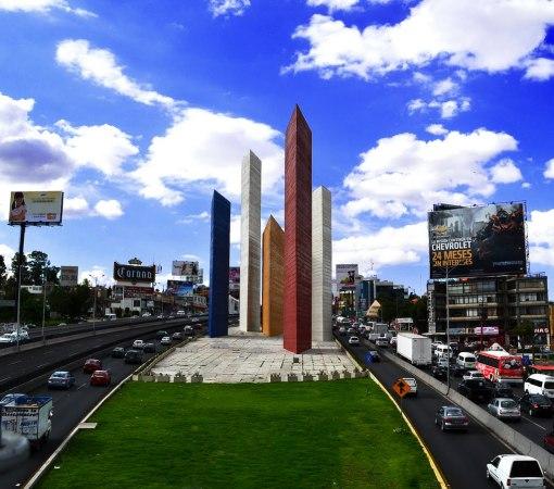 Torres de Satélite en 2011. Fotografía de Jorge65coria. Tomada de Panoramio
