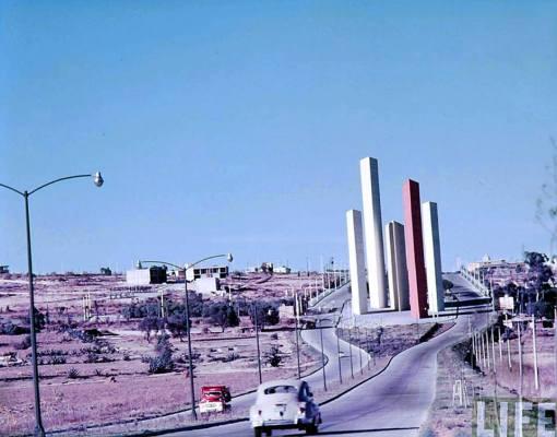Torres de Satélite a finales de la década de 1950. Foto tomada de Cultura Colectiva